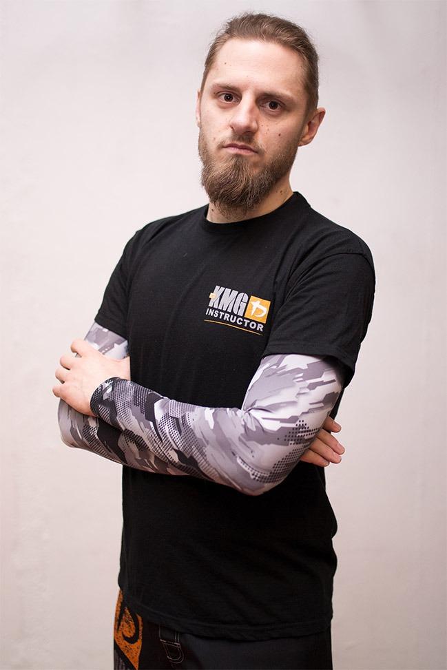 Hier ist der Krav Maga Trainer Michael zu sehen